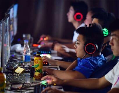 China prohíbe que los niños jueguen